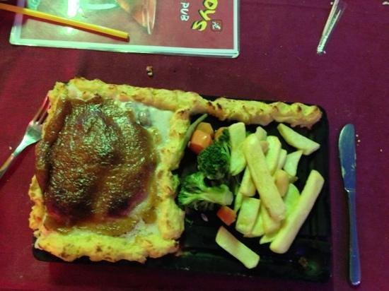 mad boys fun pub restaurant: mains, the chicken plank
