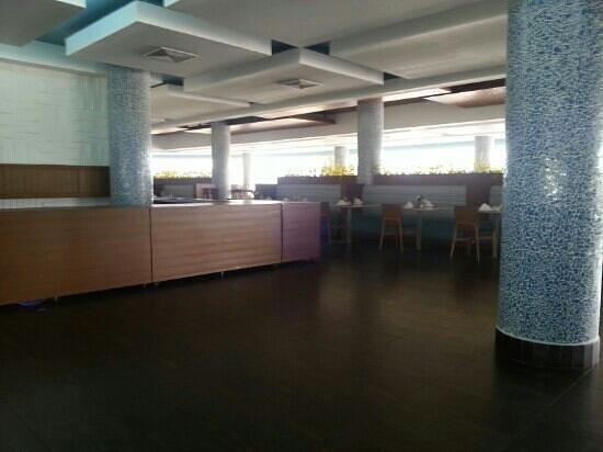 Mykonos Hotel & Convention Center: vista  interior  restaurante