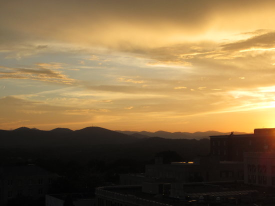 SkyBar: sunset over the city