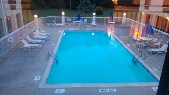 Quality Inn & Suites: View of the pool from second floor window.
