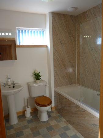 Tulach Ard House, Bed & Breakfast: An ensuite Bathroom at Tulach Ard House