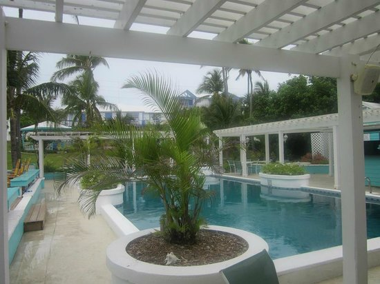 Hope Town Harbour Lodge: The Pool Area