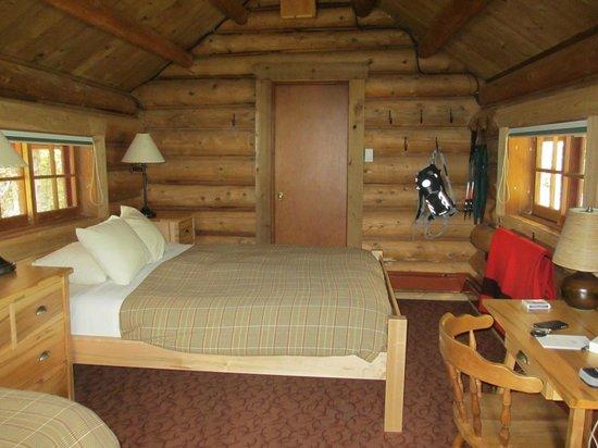Lake O'Hara Lodge: inside cabin #6