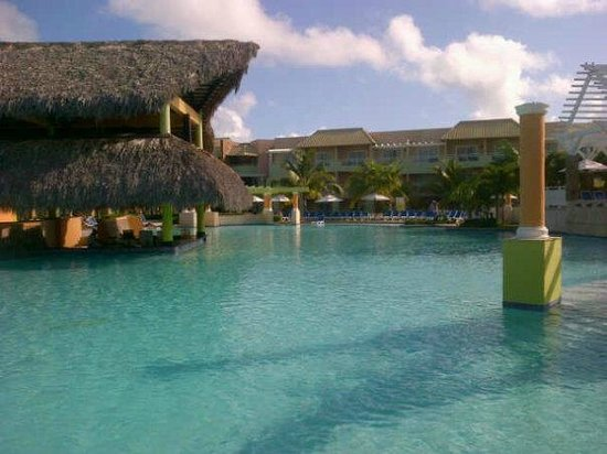 Memories Splash Punta Cana: The pool outside of our bedroom. The only pool that plays music