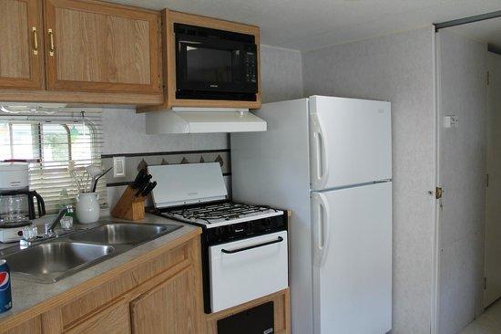 Niagara RV Rentals : kitchen