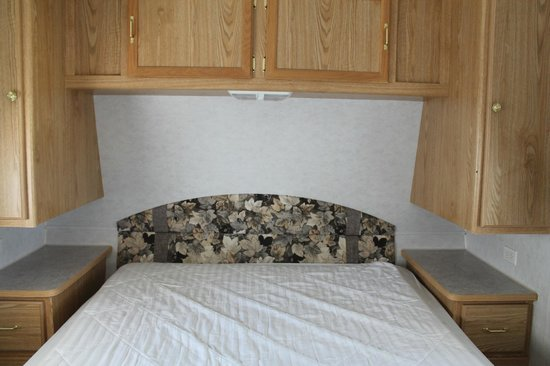 Niagara RV Rentals : bedroom