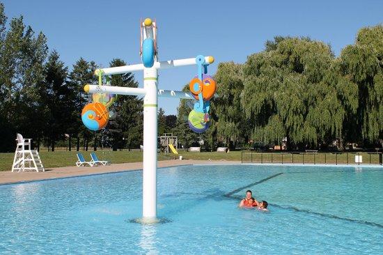 Niagara RV Rentals : cool water feature