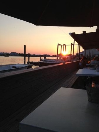 Finz Grill & Bar : Sunset viewed from the outdoor dining deck of Finz