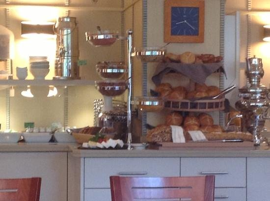Bavaria Boutique Hotel: breakfast bar