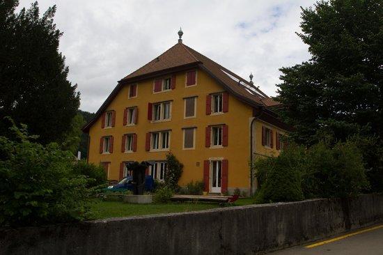 Hôtel de l'Aigle : Die stattliche Fassade zum Garten hin