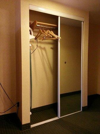 Quality Inn: Closet