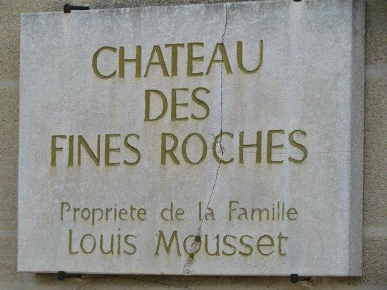 Hostellerie Chateau des Fines Roches : Placa de identificação