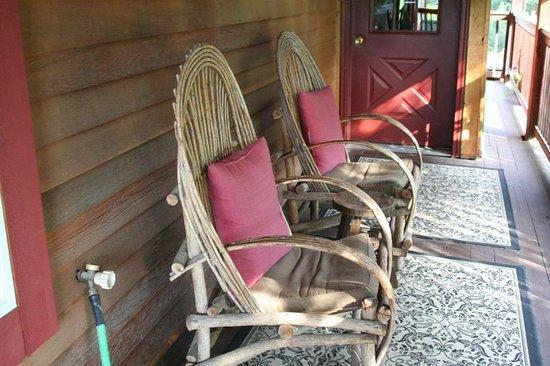 Chewuch Inn & Cabins: Our patio