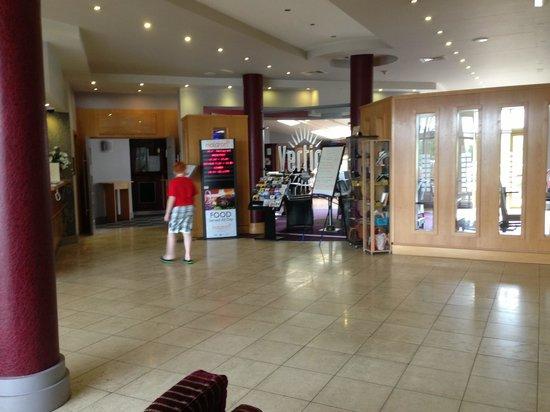 Maldron Hotel Wexford: lobby