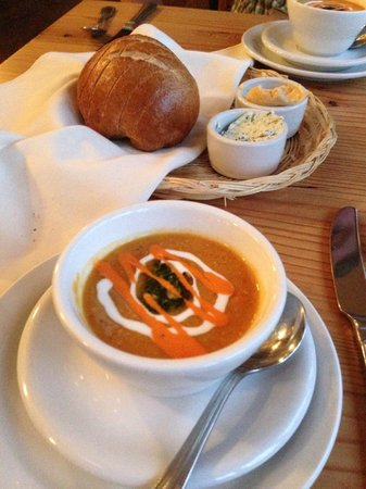 Doe Bay Resort and Retreat: Red lentil soup part of the chef's dinner at Doe Bay Cafe