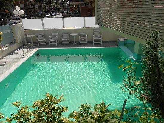 Hotel Arno: La piscina