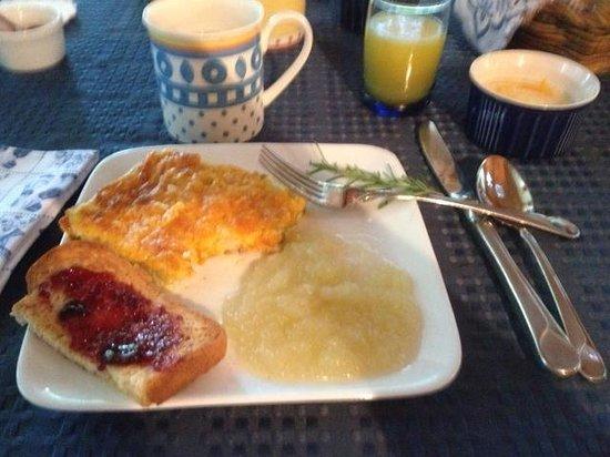 Alpine Hilltop Haus Bed and Breakfast : breakfast