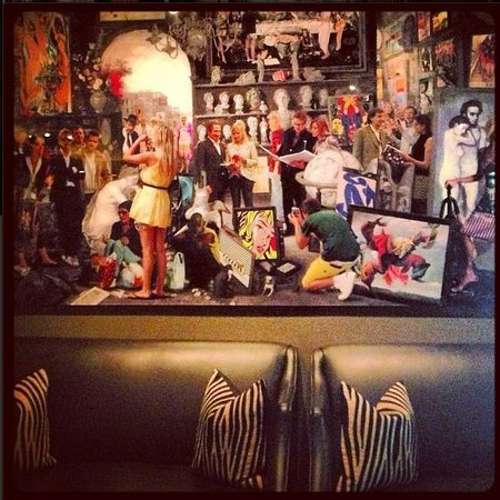 Hotel ZaZa Houston Museum District : Cool Art in Monarch Bar/restaurant