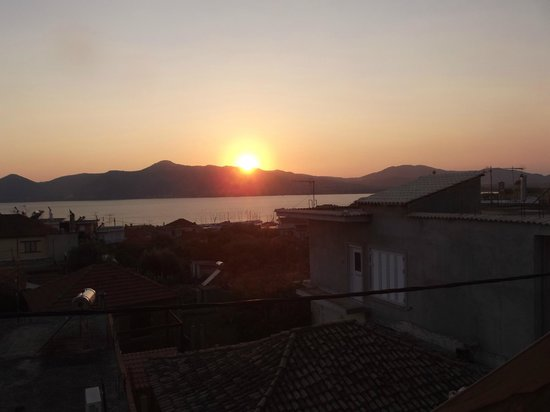 Antonio's Guest House: Sunset over Palairos