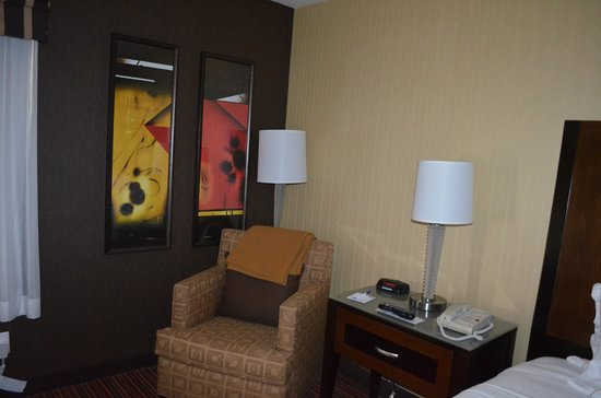 Holiday Inn Express Suites Belmont: Room