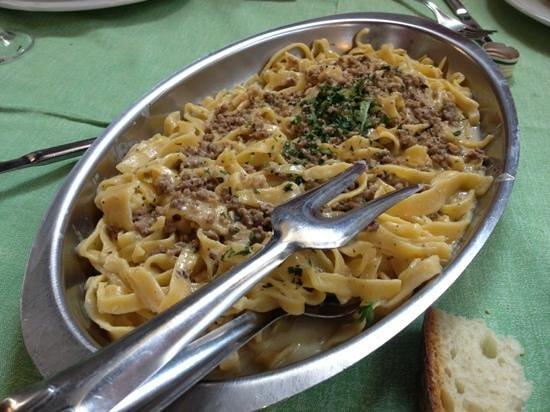 Agriturismo Al Giovenzano: fettuccine panna e salsiccie