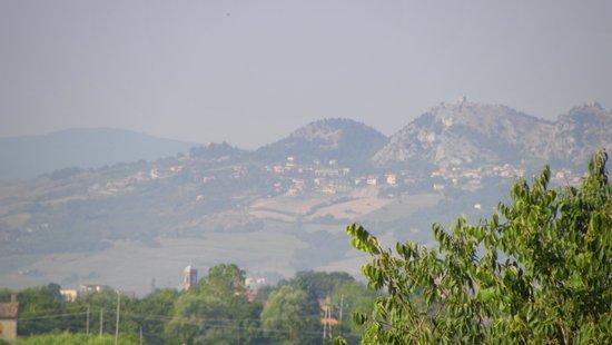 Residence Sottovento : zoom on  San Marino hills