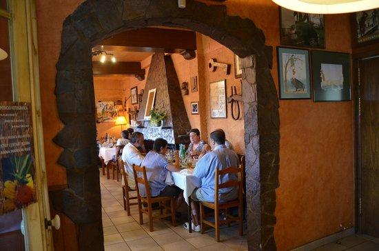 Restaurant Can Panedes: Uno de los salones: el más familiar y acogedor