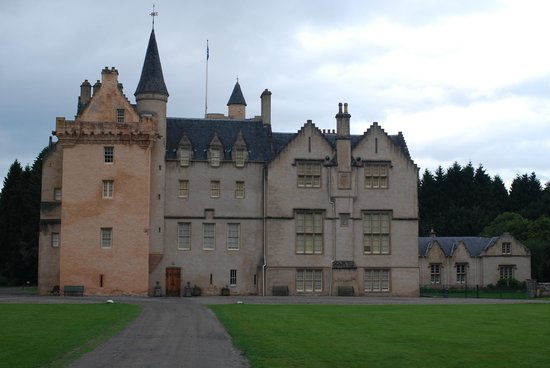 Brodie Castle: Approaching the castle from the car park