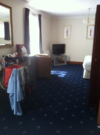 Prom Hotel: Family room main bedroom