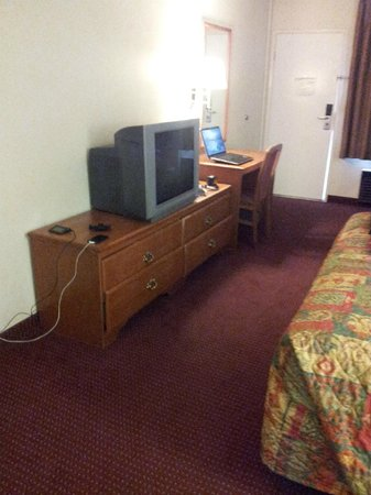 Relax Inn and Suites : TV