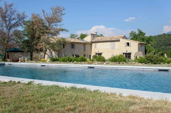 Mas de Longuefeuille : Le Mas et sa piscine