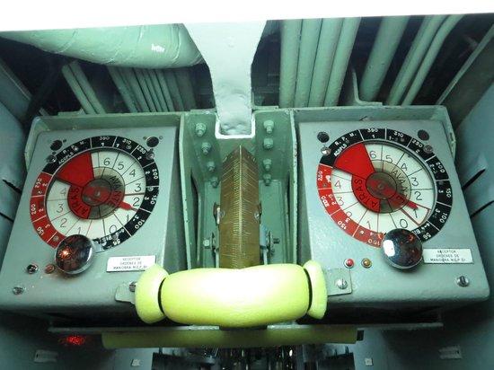 Museos flotantes Delfin S-61 y Albatros III: mas botones