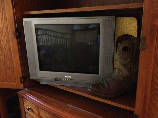 Riverwood Inn and Conference Center: the ancient TV you got to look at from across the room (yes that is my boot next to it for scale