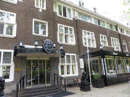 Apollofirst boutique hotel Amsterdam: Ingang van het hotel.
