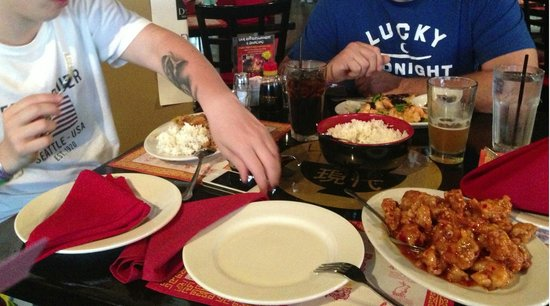 Dells Dynasty Restaurant & Lounge: Excellent food and service