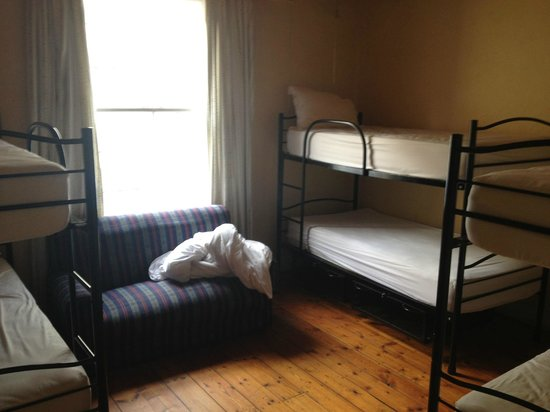 Mountain Manor Oak Lodge Residence : The bedrooms upstairs are quite small and really not fit for 6 people with several suitcases