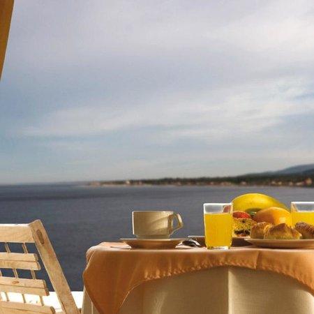 Hotel Ricadi: Vista desde la terraza de una habitación