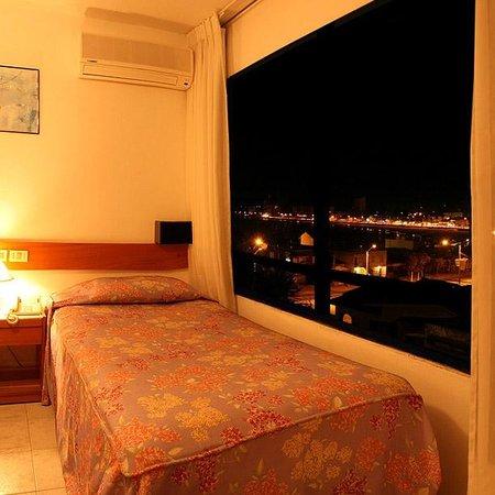 Hotel Ricadi: Habitación