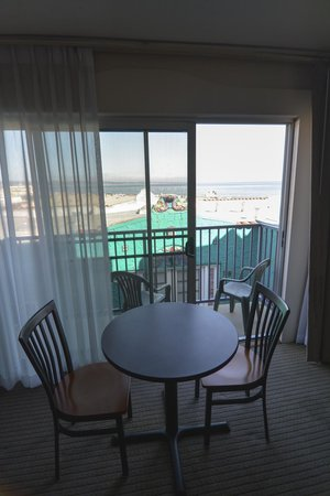 Capitola Venetian Hotel: View from the livingroom
