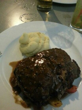 Frankie's Bar and Grill: Rib eye steak