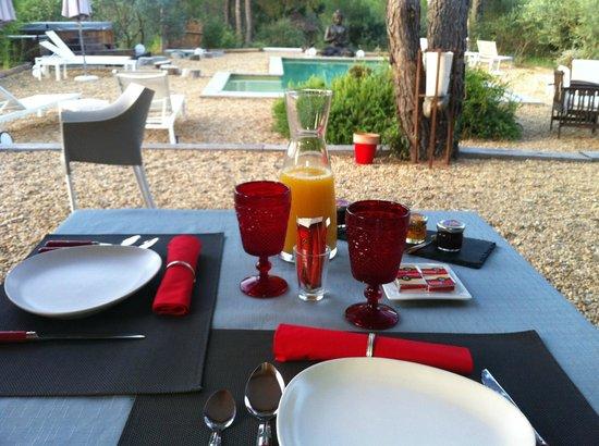 Villa Josephine : servi en terrasse ...