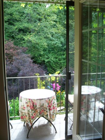 Viewmont Manor : Our patio