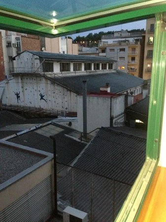 Tryp Barcelona Apolo Hotel: view from bedroom