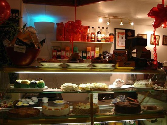 The Sunshine Cafe: treats to eat. yummy..and yes we has some :)