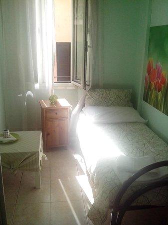 Carlo Alberto House Bed and Breakfast : singola con bagno privato esterno