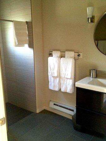 Westside Flats: Bathroom