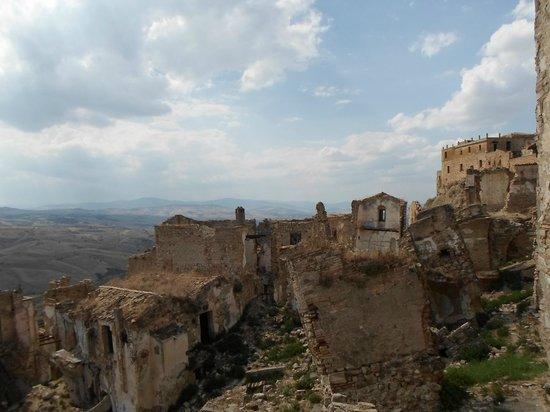 Craco - la  discesa inarrestabile delle rovine