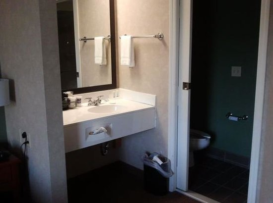 Sleep Inn: Bathroom