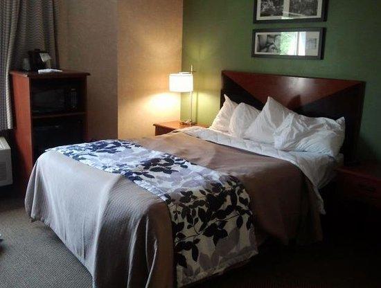 Sleep Inn: Bedroom / sleeping area
