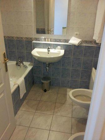 Residence Les Jardins d'Elisa: Bathroom